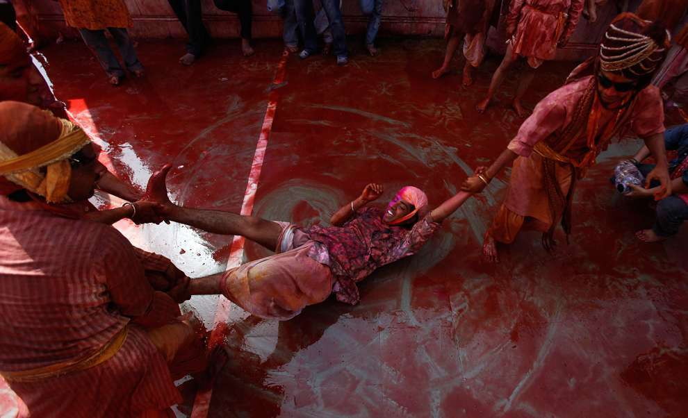 Holi Celebrations in India - Photographs of Lathmar Holi15