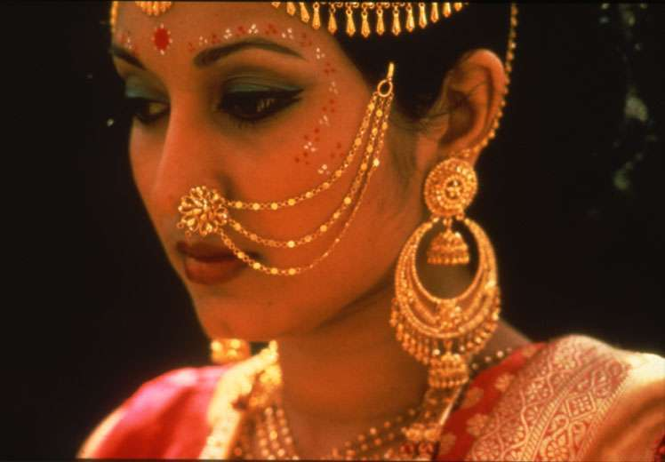 Indian Nose Rings - Adorning Nose with beautiful Jewels and Rings16
